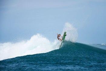 surfing life the sea kin